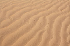 波浪起伏的沙子纹理 免版税库存图片