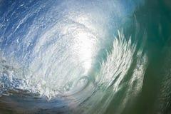 波浪里面空心碰撞 免版税库存照片