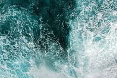 波浪鸟瞰图在海洋 库存照片
