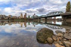 波特兰俄勒冈反射城市 免版税库存照片