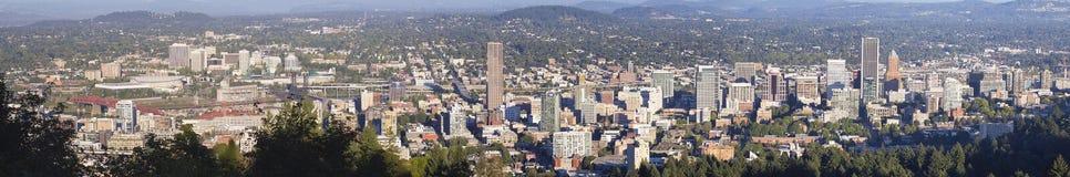 波特兰俄勒冈街市都市风景全景 免版税库存图片