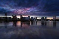 波特兰市街市都市风景多云微明 免版税库存照片