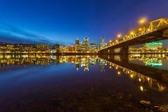 波特兰或街市地平线蓝色小时美国 免版税库存照片