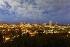 波特兰或街市都市风景在蓝色小时美国 免版税库存图片