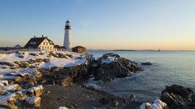 波特兰朝向光,波特兰,缅因-冬天日出 免版税库存照片