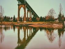 波特兰桥梁反射 库存图片
