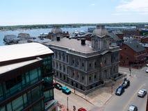 波特兰江海关和周围的都市风景 免版税库存照片