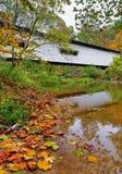 波特兰磨房被遮盖的桥在秋天 库存图片