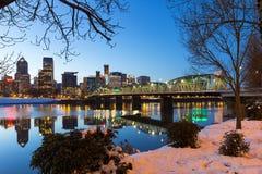 波特兰街市冬天夜场面 免版税图库摄影