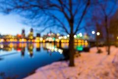 波特兰街市地平线冬天夜被弄脏的Defocused Bokeh 免版税库存照片