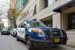 波特兰警察在街市波特兰停放的局车 免版税库存照片