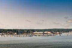 波特兰鬃毛小游艇船坞和风景看法 免版税库存图片