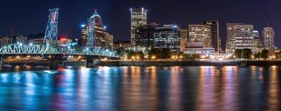 波特兰,俄勒冈地平线在晚上 免版税图库摄影