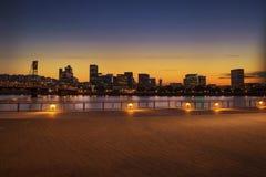 波特兰,俄勒冈市有霍桑桥梁的地平线全景 免版税库存图片