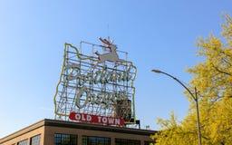 波特兰,俄勒冈,老镇的偶象标志在街市波特兰,俄勒冈 图库摄影