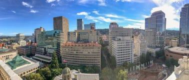 波特兰,俄勒冈- 2017年8月18日:全景空中城市视图 端口 免版税库存图片