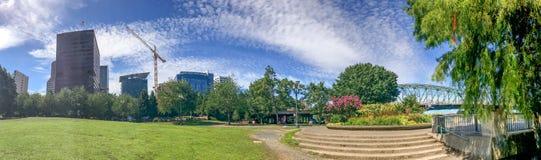 波特兰,俄勒冈- 2017年8月18日:城市公园全景  Por 免版税库存照片