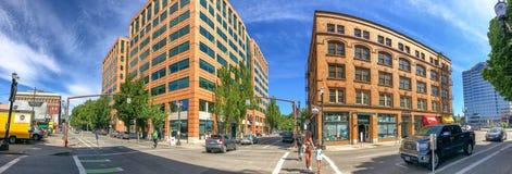 波特兰,俄勒冈- 2017年8月18日:城市街道全景  库存图片