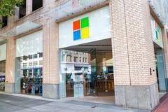 波特兰,俄勒冈- 2017年8月18日:街市微软的商店 mic 免版税库存图片