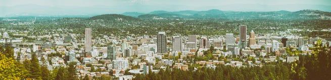 波特兰,俄勒冈- 2017年8月21日:t的全景空中城市视图 免版税库存照片