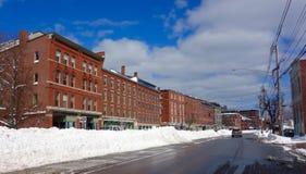 波特兰,缅因,在飞雪以后,在联合街道的商业街 免版税库存照片
