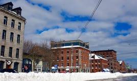 波特兰,缅因,在飞雪以后,在达娜街的商业街 免版税库存照片