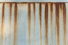波状钢金属屋顶生锈的s纹理 免版税库存照片