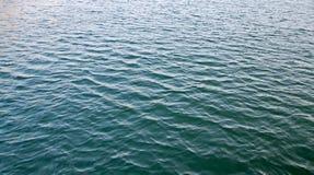 波纹水海上的表面纹理 免版税库存照片