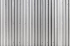 波纹状的金属墙壁,金属建筑篱芭 库存图片