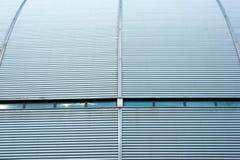 波纹状的金属墙壁 库存照片