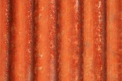波纹状的金属生锈了 免版税库存图片