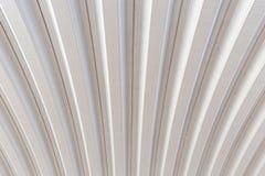 波纹状的银色屋顶金属纹理表面结构 免版税图库摄影