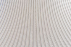 波纹状的银色屋顶金属纹理表面结构 免版税库存照片