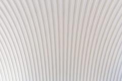 波纹状的银色屋顶金属纹理表面结构 免版税库存图片