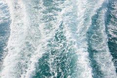 水波纹从小船的 库存照片