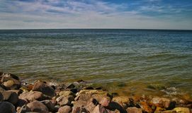 波罗地的石海岸 免版税库存照片