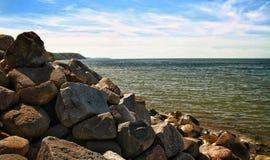 波罗地的石海岸 免版税图库摄影