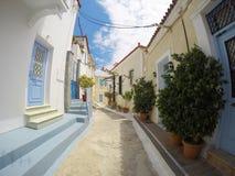 波罗斯岛,希腊- 2016年6月08日:舒适美丽的街道fu照片  免版税库存图片