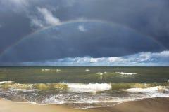 波罗的海和彩虹看法  库存照片