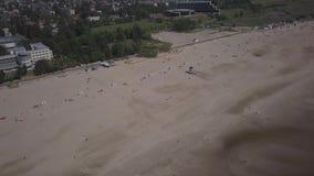 波罗的海海岸海滩派尔努爱沙尼亚空中寄生虫顶视图4K UHD录影 股票录像