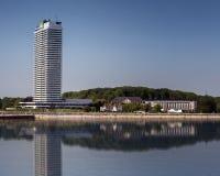 波罗的海海滩的摩天大楼 库存图片