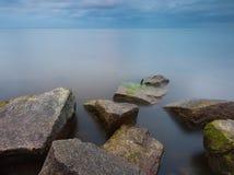 波罗的海石头防堤 免版税图库摄影