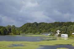 波肯(德国) -与游船的水库Kemnade 图库摄影
