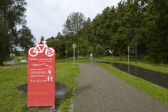 波肯(德国) -鲁尔谷在水库Kemnade的自行车足迹 免版税库存照片