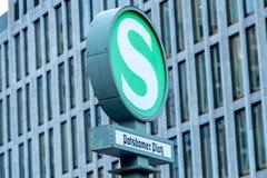 波茨坦广场S-Bahn驻地 图库摄影
