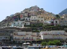 波西塔诺从海滩观看了 免版税库存图片