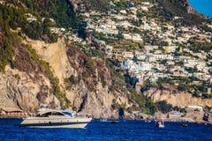 波西塔诺-阿马尔菲海岸,萨莱诺,褶皱藻属,意大利 免版税库存图片