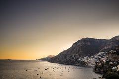 波西塔诺-阿马尔菲海岸,萨莱诺,褶皱藻属,意大利 免版税图库摄影