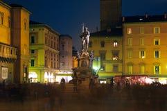 波隆纳喷泉意大利海王星晚上视图 免版税库存图片