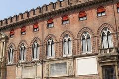 波隆纳门面有历史的意大利宫殿 图库摄影